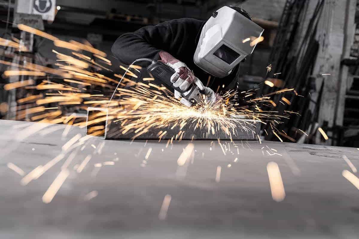 Fotografia zakladu produkcyjnego / fabryki / w trakcie pracyi